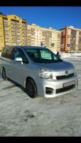 Toyota Voxy, 2012 год, 850 000 руб.