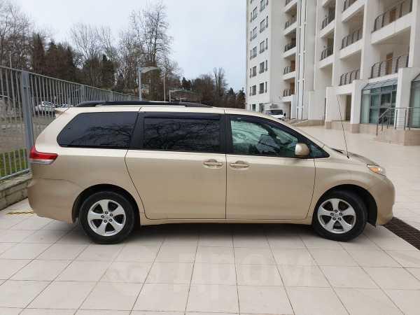 Toyota Sienna, 2010 год, 1 150 000 руб.