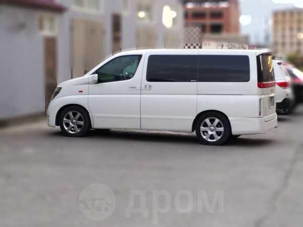 Nissan Elgrand, 2004 год, 545 000 руб.