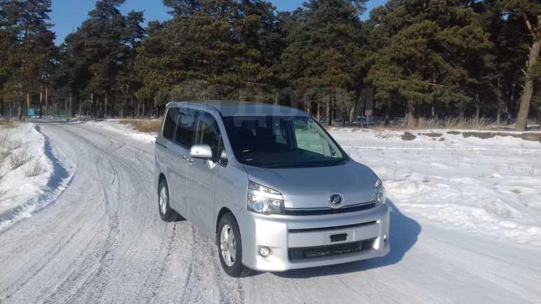 Toyota Voxy, 2010 год, 1 149 000 руб.