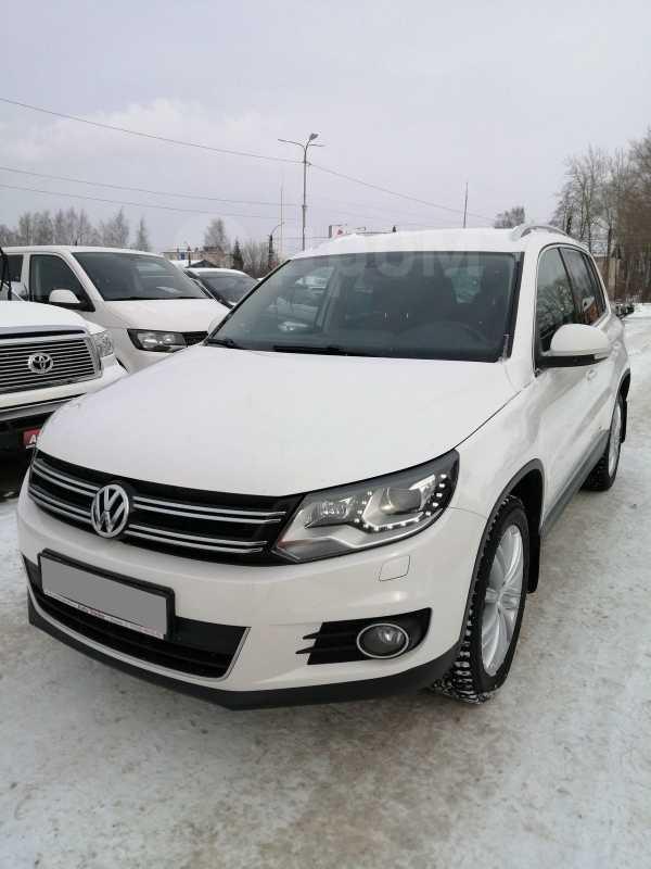 Volkswagen Tiguan, 2013 год, 935 000 руб.