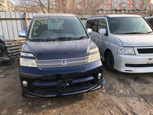 Toyota Voxy, 2006 год, 385 000 руб.