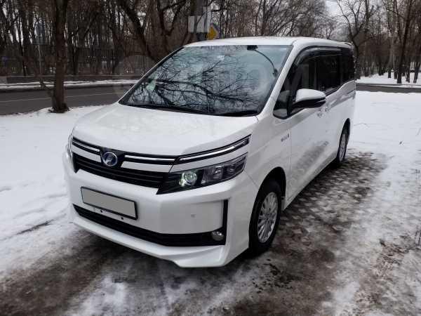Toyota Voxy, 2015 год, 1 500 000 руб.