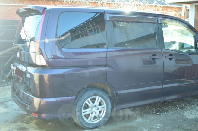 Nissan Serena, 2009 год, 615 000 руб.
