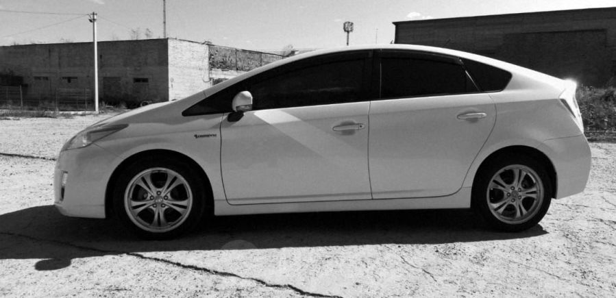 Toyota Prius, 2011 год, 685 000 руб.