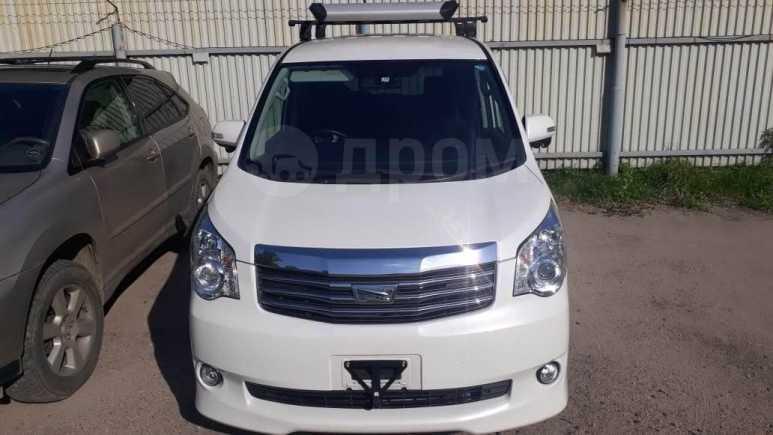 Toyota Noah, 2013 год, 1 150 000 руб.