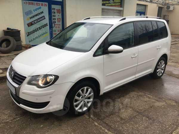Volkswagen Touran, 2010 год, 590 000 руб.
