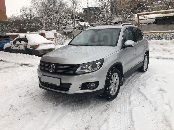 Volkswagen Tiguan, 2011 год, 855 000 руб.