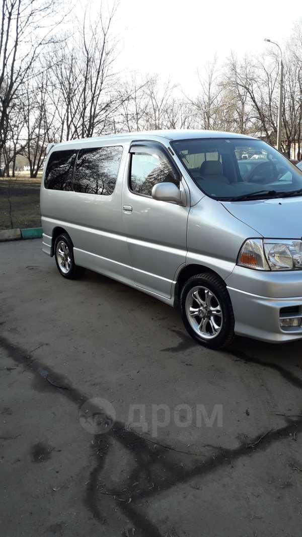 Toyota Grand Hiace, 2002 год, 285 000 руб.