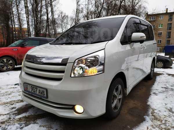 Toyota Noah, 2010 год, 395 000 руб.