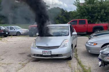 В Toyota Prius установили 3,9-литровый дизель и задний привод