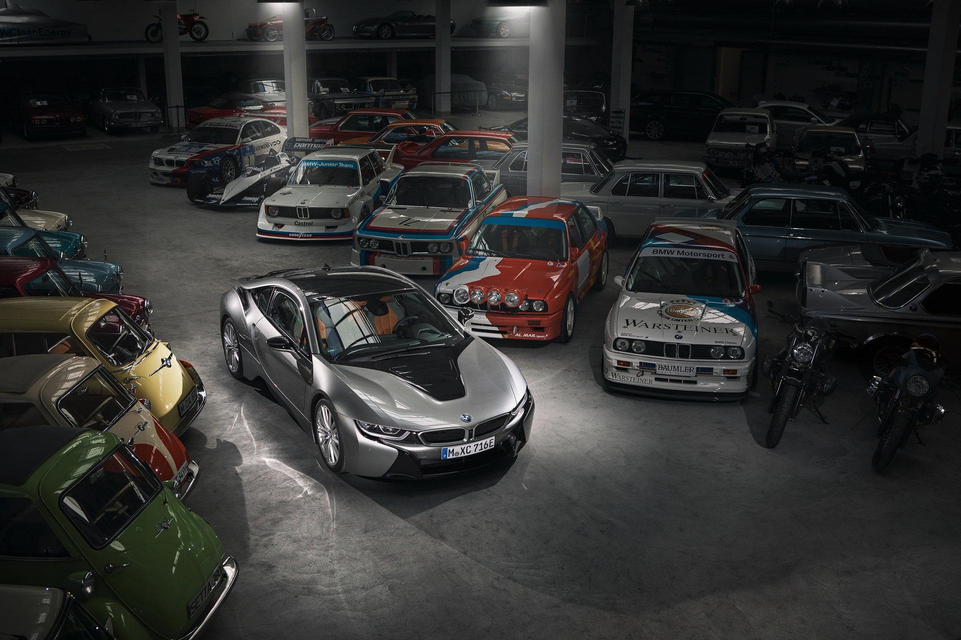 Названа дата отставки гибридного спорткара BMW i8