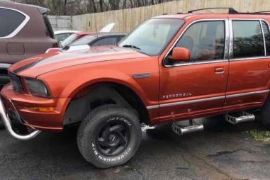 Первый Ford Explorer скрестили со старым Ford Mustang