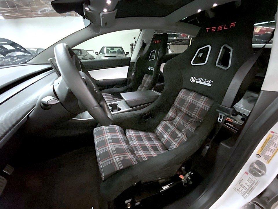 Tesla Model 3 обошла на трассе легендарный гиперкар McLaren F1
