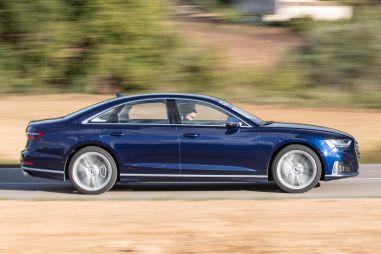 Представительский спортседан Audi S8 начали продавать в России (очень дорого)
