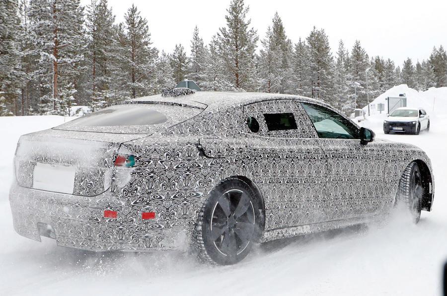 Jaguar Land Rover выпустит три новых электромобиля