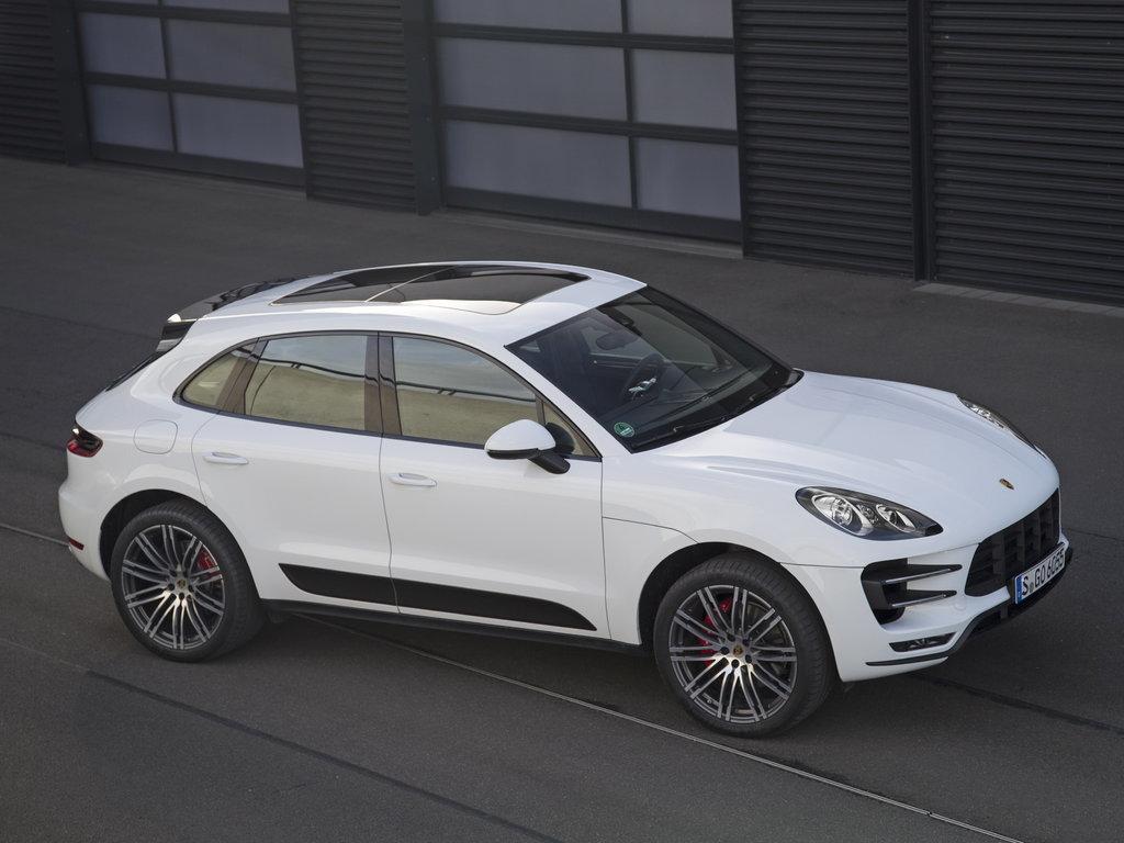 Более пяти тысяч Porsche Macan отзывают в России (могут загореться!)