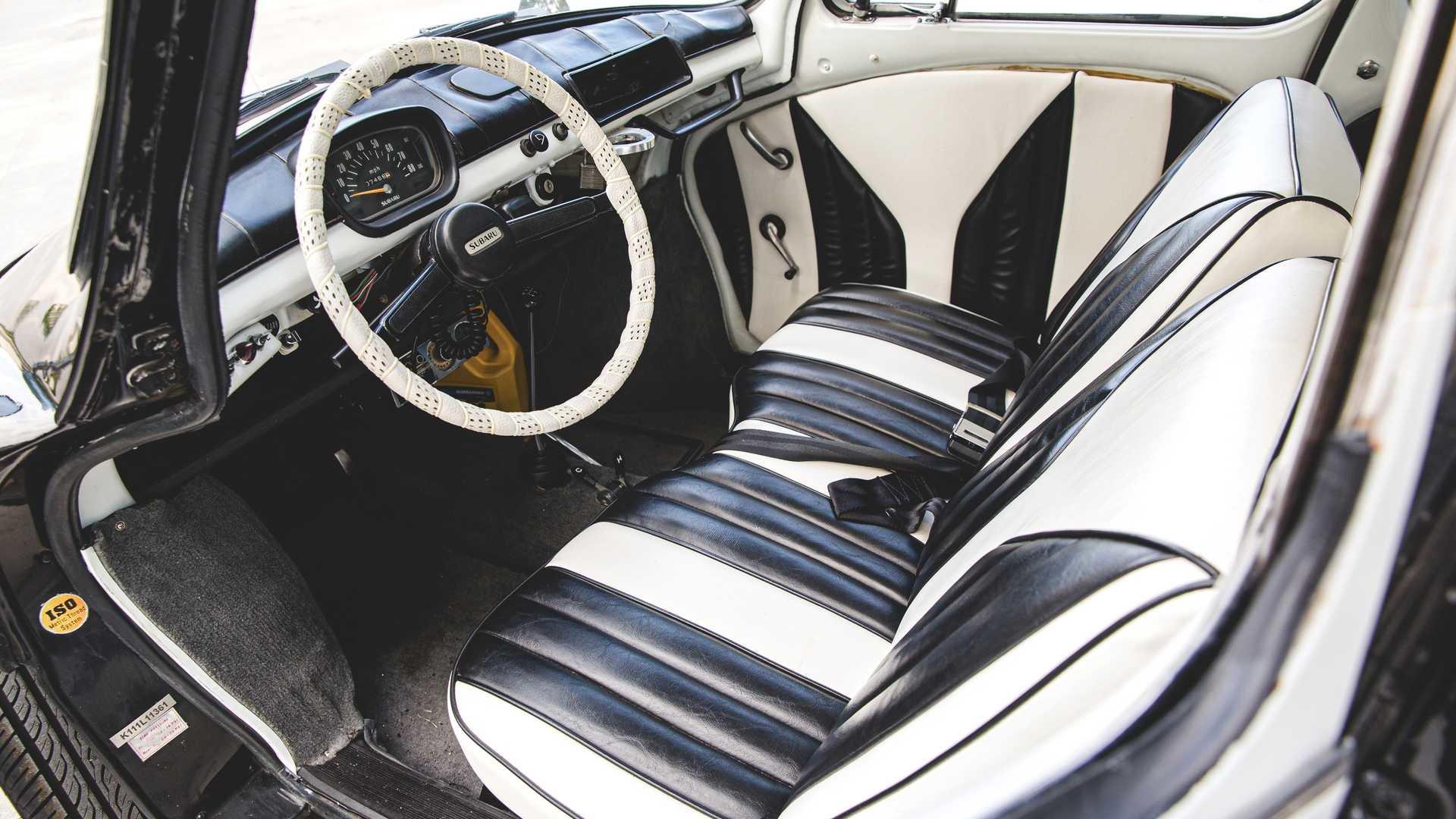 На аукцион выставлен самый милый полицейский автомобиль всех времен (это Subaru)