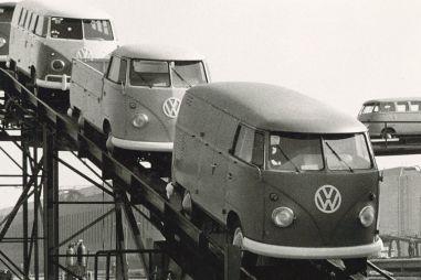 Volkswagen Transporter исполнилось 70 лет: это самый древний из ныне выпускаемых коммерческих автомобилей