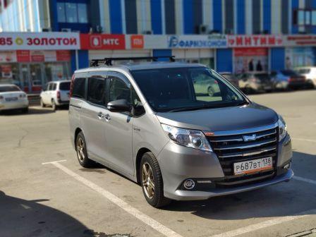 Toyota Noah 2015 - отзыв владельца