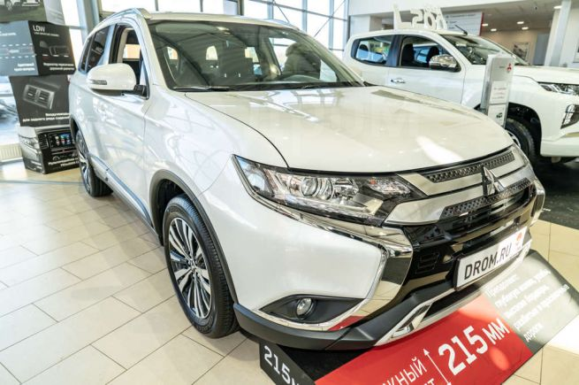 Mitsubishi Outlander, 2019 год, 2 155 500 руб.