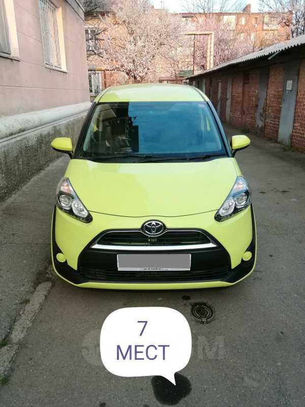 Toyota Sienta, 2015 год, 799 000 руб.
