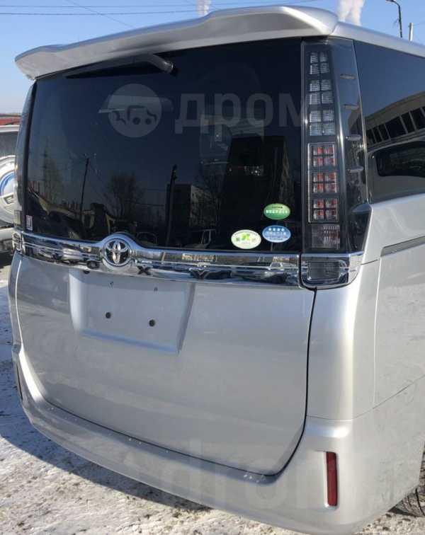 Toyota Voxy, 2015 год, 1 325 000 руб.