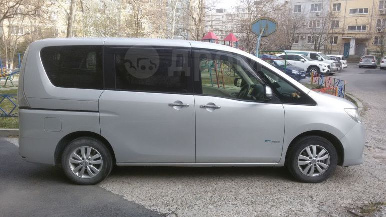 Nissan Serena, 2012 год, 900 000 руб.