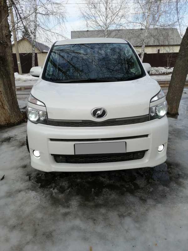 Toyota Voxy, 2013 год, 935 000 руб.
