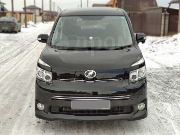 Toyota Voxy, 2007 год, 690 000 руб.