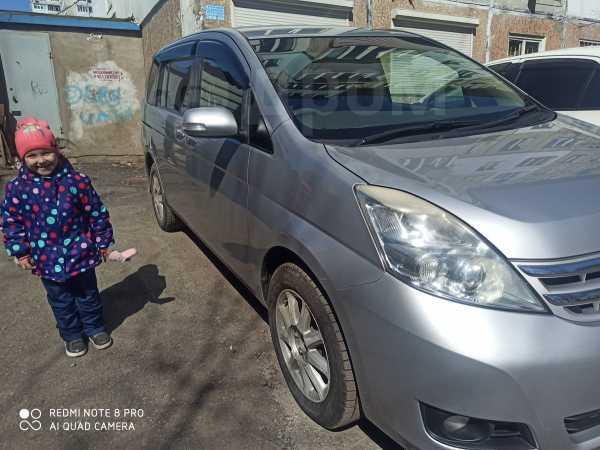 Toyota Isis, 2010 год, 660 000 руб.