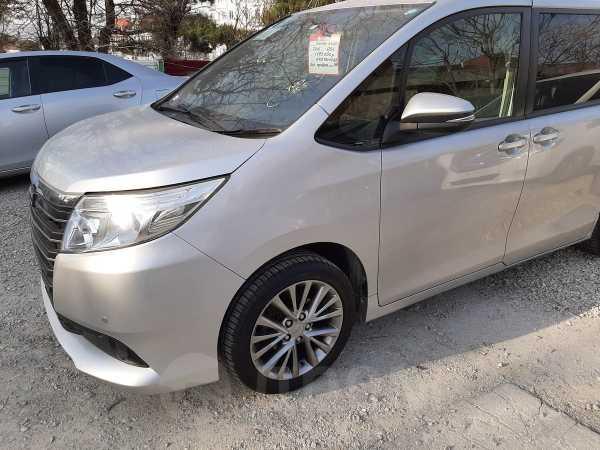 Toyota Noah, 2015 год, 1 245 000 руб.