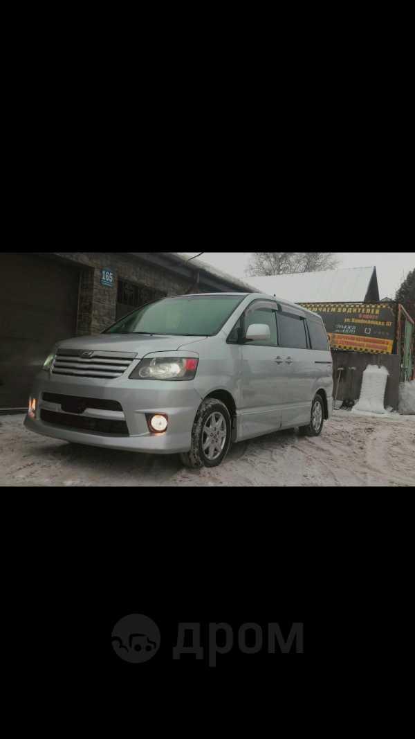 Toyota Noah, 2002 год, 525 000 руб.