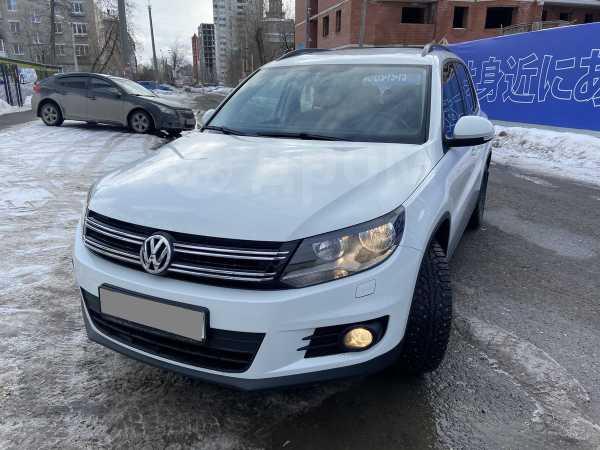 Volkswagen Tiguan, 2015 год, 1 129 000 руб.