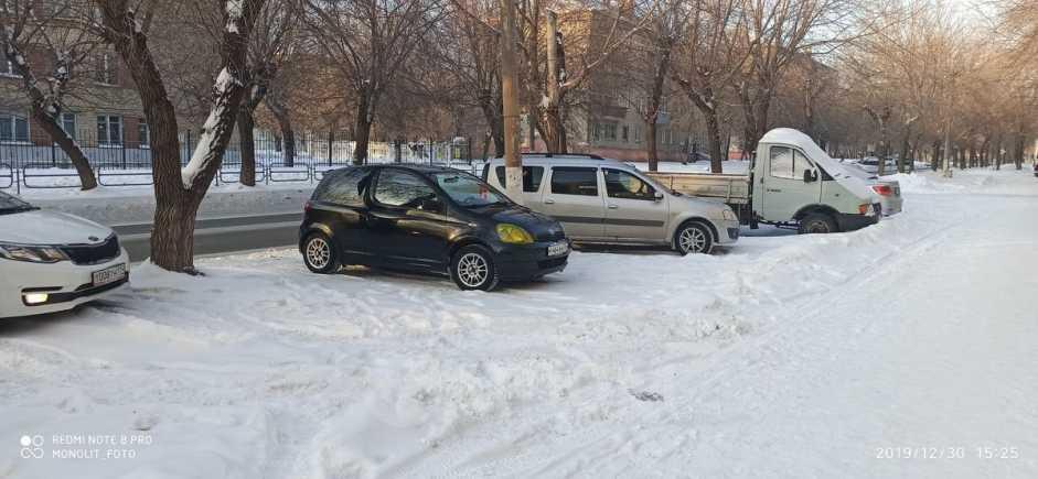 Toyota Yaris, 2001 год, 195 000 руб.