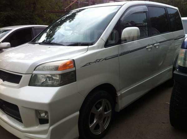 Toyota Voxy, 2003 год, 170 000 руб.