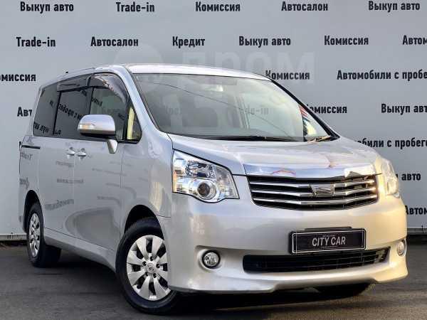 Toyota Noah, 2013 год, 1 030 000 руб.