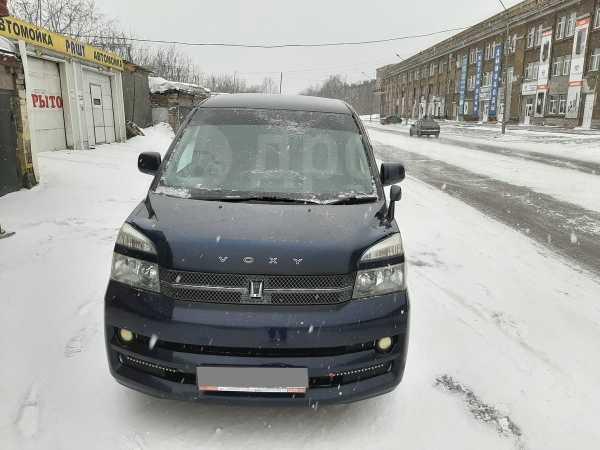 Toyota Voxy, 2006 год, 560 000 руб.
