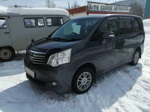 Toyota Noah, 2010 год, 800 000 руб.