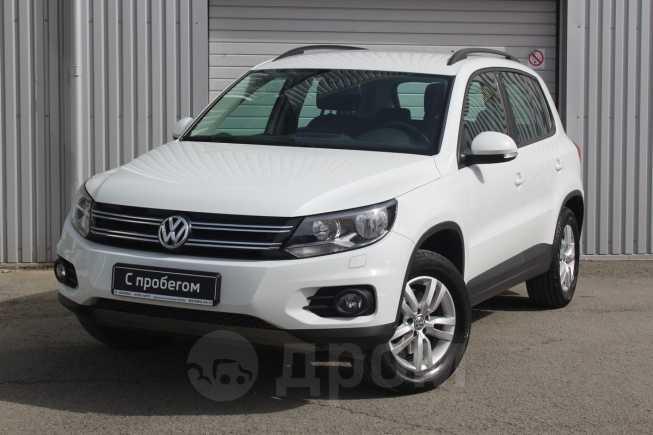 Volkswagen Tiguan, 2015 год, 999 000 руб.