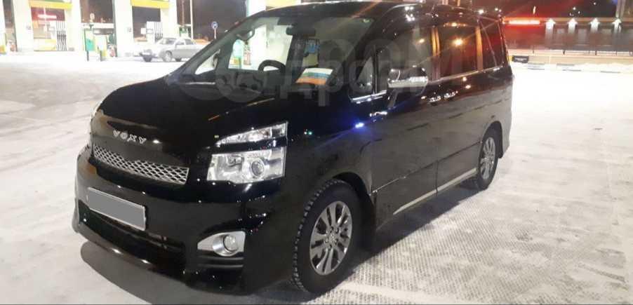 Toyota Voxy, 2011 год, 1 180 000 руб.
