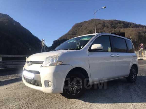 Toyota Sienta, 2012 год, 635 000 руб.