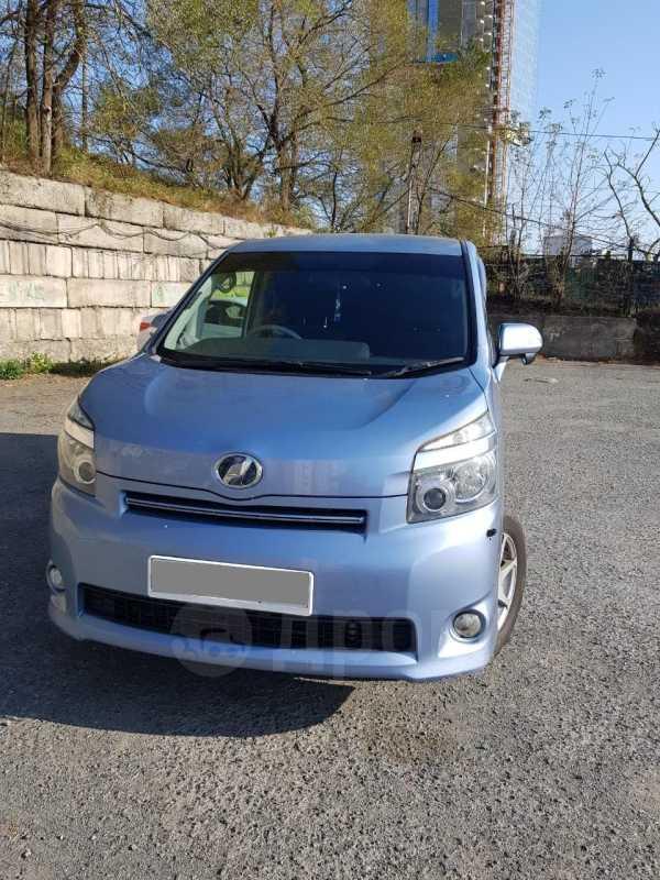 Toyota Voxy, 2009 год, 695 000 руб.
