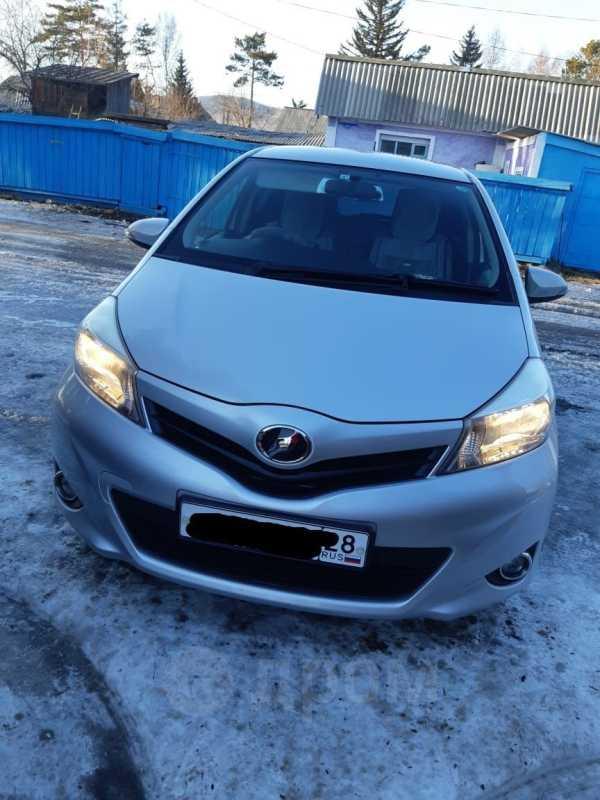 Toyota Vitz, 2013 год, 415 000 руб.