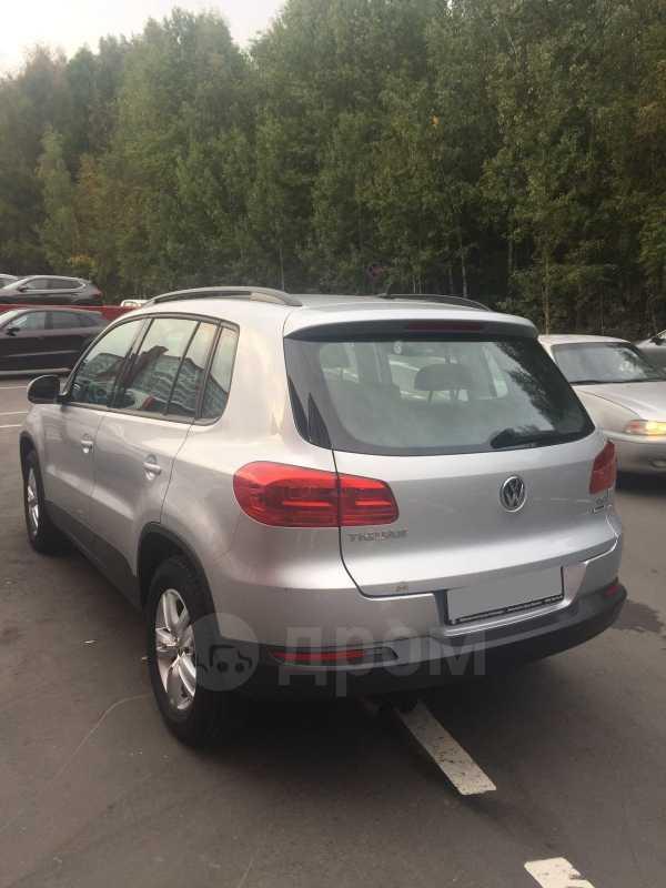 Volkswagen Tiguan, 2015 год, 800 000 руб.