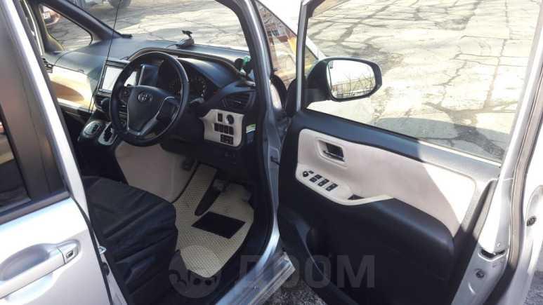 Toyota Noah, 2014 год, 960 000 руб.