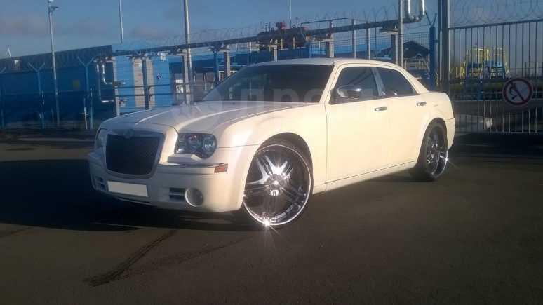 Chrysler 300C, 2004 год, 484 000 руб.