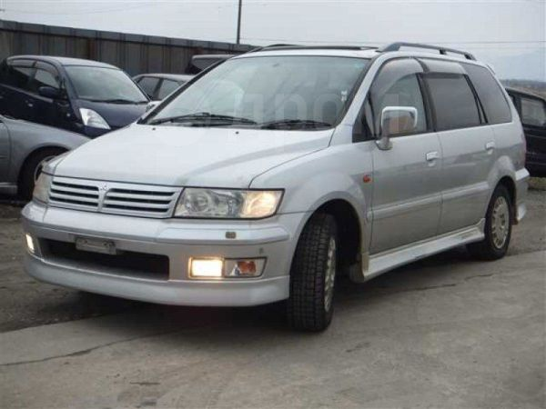 Mitsubishi Chariot Grandis, 2001 год, 370 000 руб.