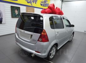 Свободный Daihatsu YRV 2001