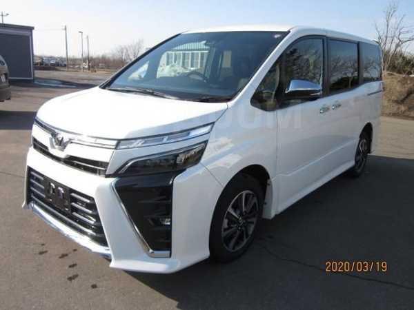 Toyota Voxy, 2018 год, 853 000 руб.